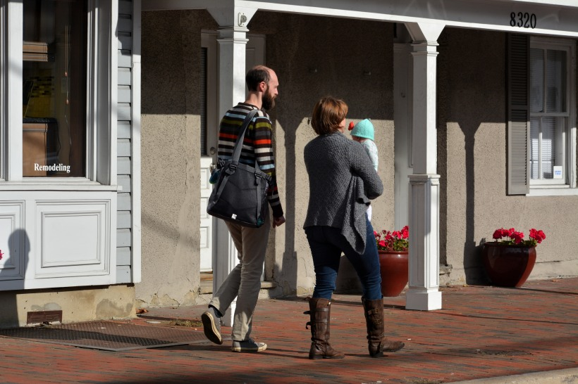 A new family shopping on Main Street this weekend. Photo by Mike Hartley