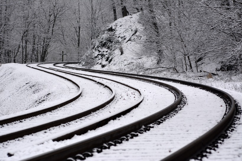 Tracks by the Woodstock Inn.  Photo by Mike Hartley