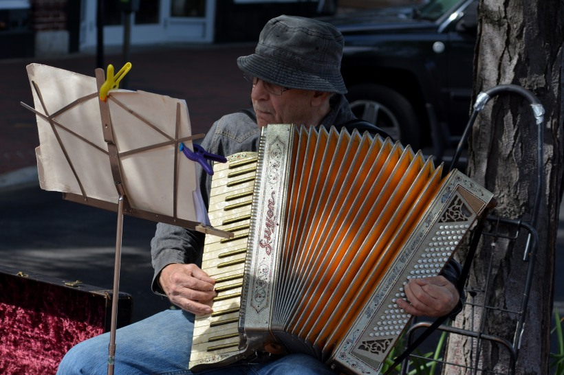 Musician on Main St in Annapolis. Photo by Mike Hartley