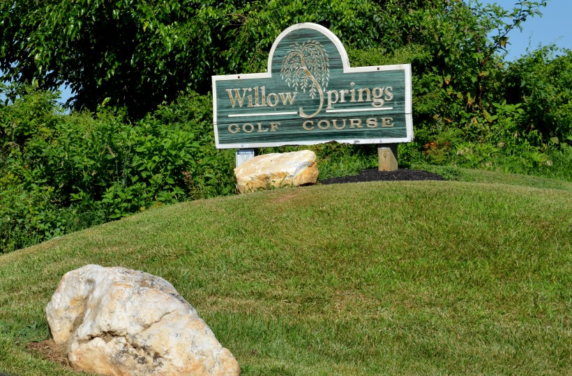 Entrance to Willow Springs Photo by Mike Hartley