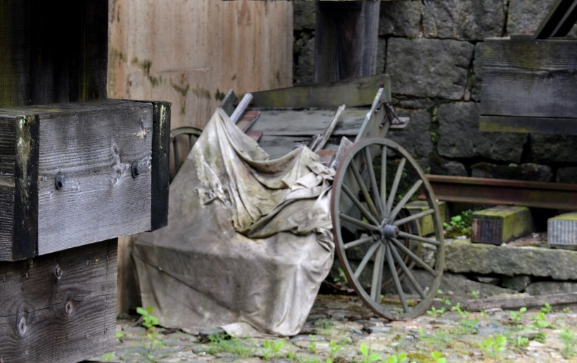 Cart in Courtyard Photo by Mike Hartley